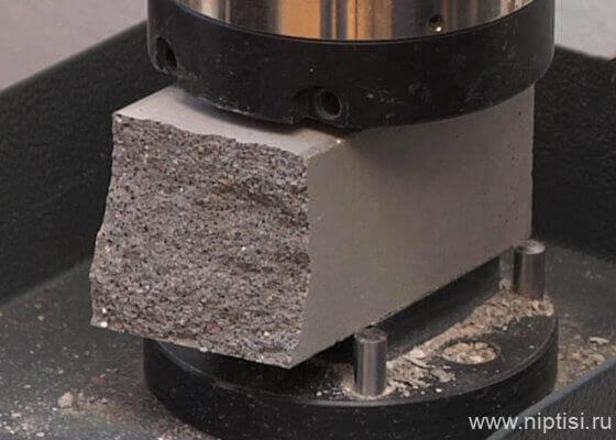 испытание бетонных образцов